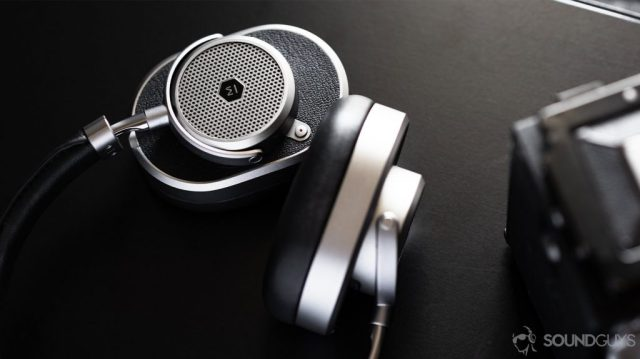 Master & Dynamic MW65: Aerial image of the ear cups with one rotated, resting flat against a table.