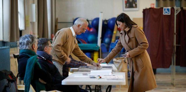 Anne Hidalgo, la maire de Paris, candidate à sa succession, a voté ce dimanche matin dans le bureau de vote n°58 dans la XVe arrondissement. LP/Olivier Corsan