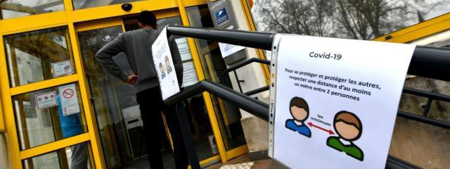 Un bureau de Poste durant l\'épidémie de coronavirus. Photo d\'illustration.