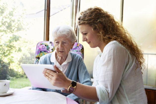 Le numérique, dernier rempart contre l'isolement des seniors ?