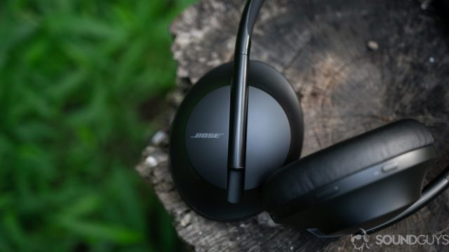 Neither the Shure Aonic 50 nor the Bose Headphones 700 (pictured, black) have folding hinges.