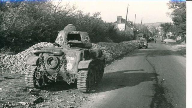Un char utilisé pendant la bataille de Montcornet, dans l'Aisne. / © Collection Régis Potié