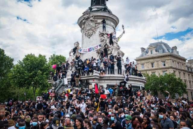 Manifestation contre les violences policières et le racisme, à Paris, le 13juin.