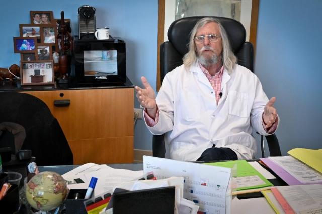 Le professeur Didier Raoult, le 26 février 2020 depuis son bureau à l'IHU à Marseille