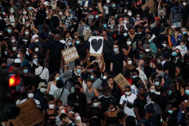 Rassemblement devant le tribunal de Paris contre les violences policières, mardi 2 juin.