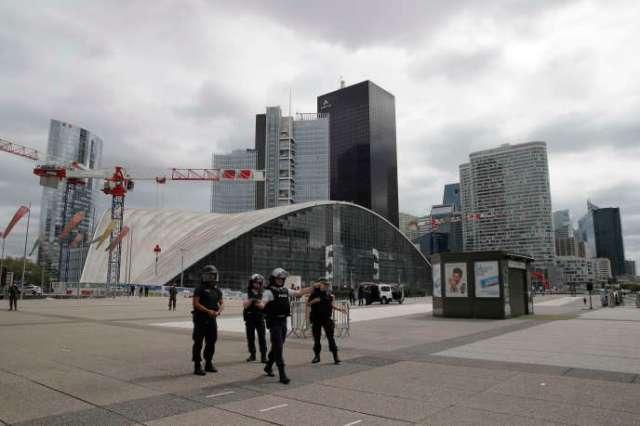 Des militaires sécurisent le quartier de La Défense, mardi 30 juin 2020.