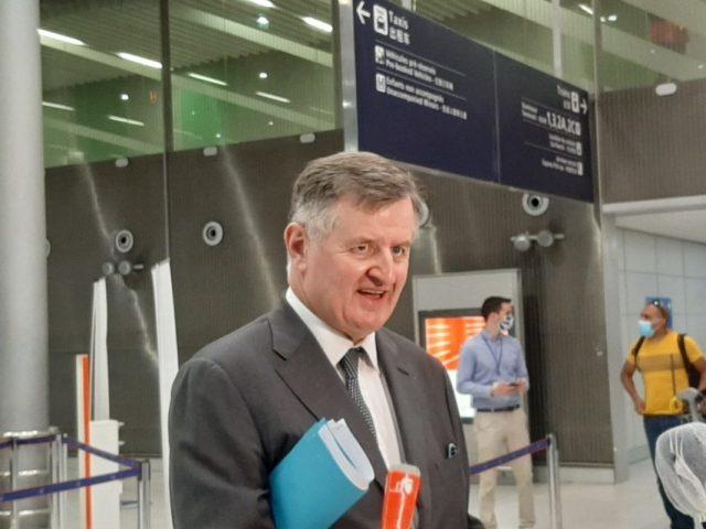 """Augustin de Romanet, PDG d'ADP veut """"créer des bulles sanitaires"""" dans les aéroports français."""