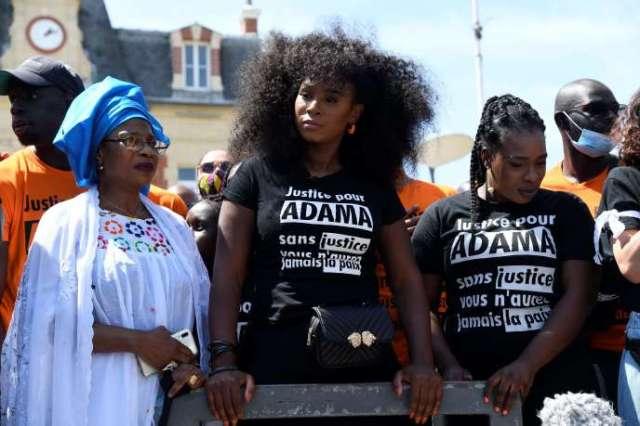Assa Traoré, lors d'une manifestation en souvenir de son frère Adama, mort le 19 juillet 2016.