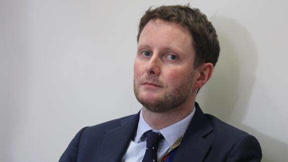 Clément Beaune, alors conseiller Europe d\'Emmanuel Macron, lors d\'une conférence de presse après d\'un sommet à Bruxelles, le 22 mars 2019.