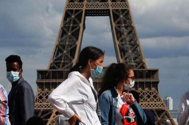 Sur l'esplanade du Trocadéro, face à la tour Eiffel, le 3août2020. A Paris, le masque n'est pour le moment pas obligatoire en extérieur.