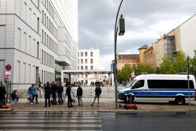 Devant l'hôpital de la Charité, à Berlin (Allemagne), où l'opposant russe Alexeï Navalny est soigné, le 24août2020.