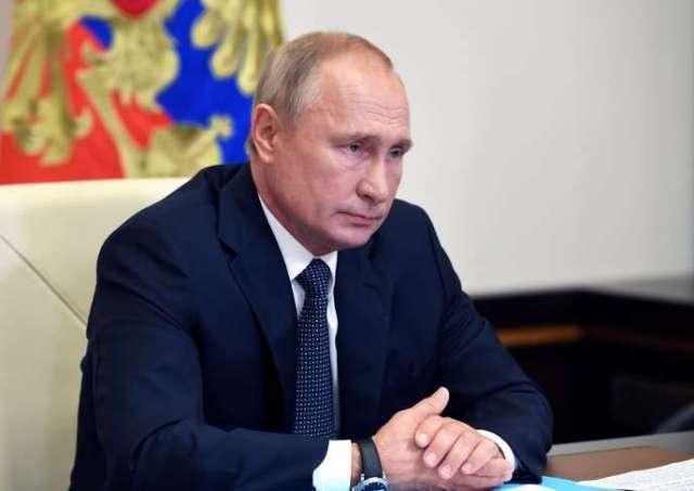 Vladimir Poutine, lors d'une réunion avec des membres du gouvernement, le 11 août 2020.