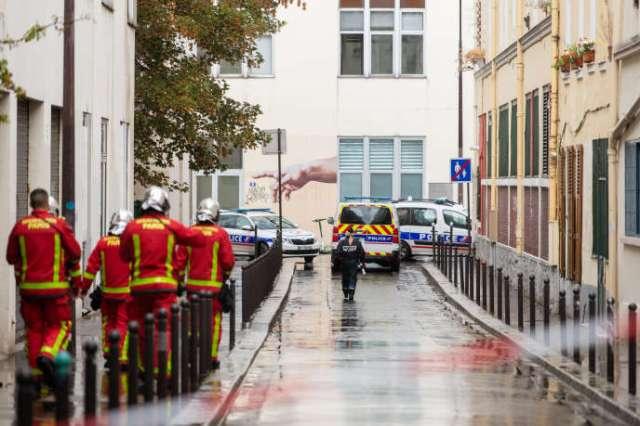 A proximité des anciens locaux du journal Charlie Hebdo, l'impasse des Primevères est complètement bouclée par les forces de l'ordre, à Paris, le 25 septembre.