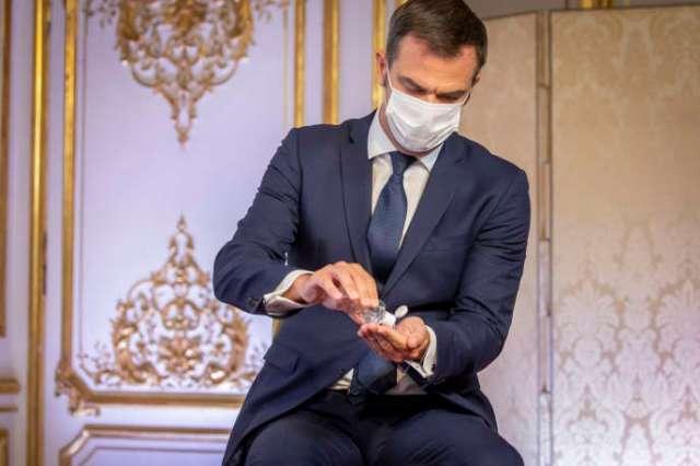 Olivier Véran, ministre de la santé, participe à une conférence de presse à propos de la reprise de l'épidémie de Covid-19 en France à l'hôtel Matignon à Paris, jeudi 27 août.