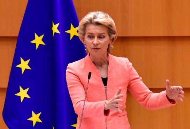 La présidente de la Commission européenne, Ursula von der Leyen, lors de son discours devant les députés européens réunis en session plénière à Bruxelles, mercredi16septembre.