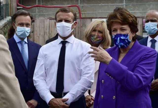 La ministre de la culture, Roselyne Bachelot, au côté du président de la République, Emmanuel Macron, au l'Hôtel de Polignac, à Condom (Gers), le 18 septembre 2020.