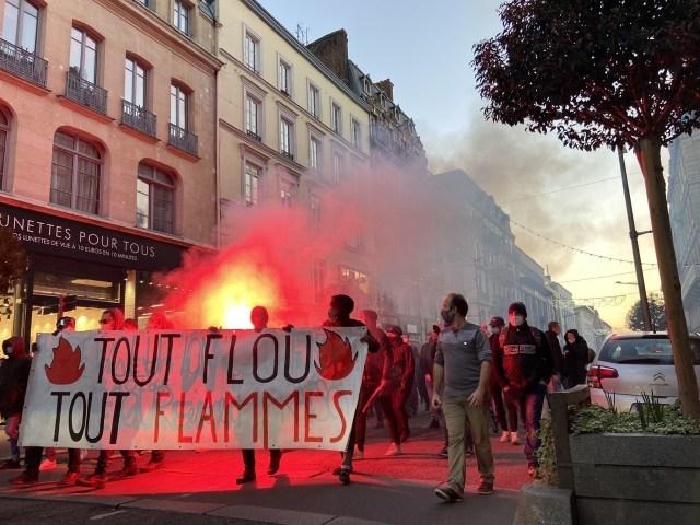 Un cortège sauvage est parti en direction du centre-ville de Rouen pour dénoncer la proposition de loi