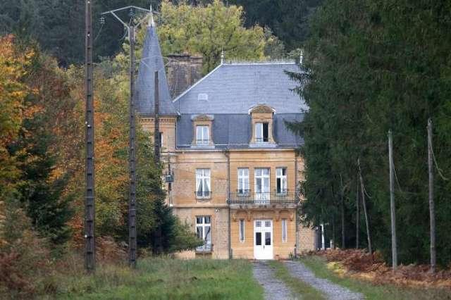 Le château du Sautou, qui appartenait à Michel Fourniret, près de Ville-sur-Lumes (Ardennes), le 27 octobre.