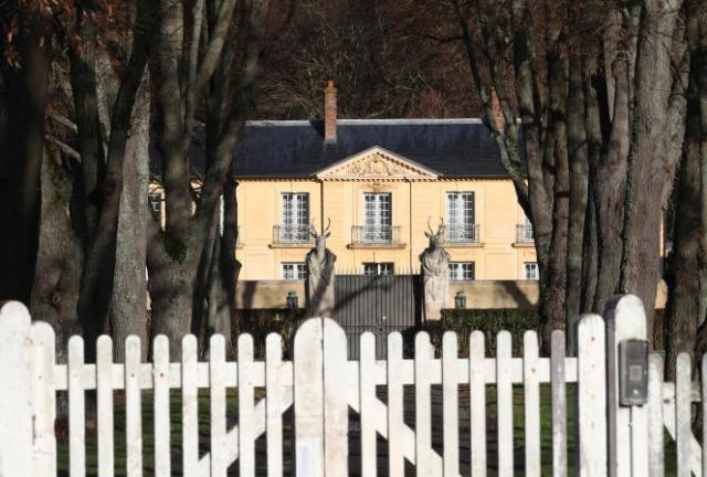 Diagnostiqué positif jeudi, Emmanuel Macron a été placé à l'isolement pour sept jours dans la résidence présidentielle de la Lanterne, à Versailles.