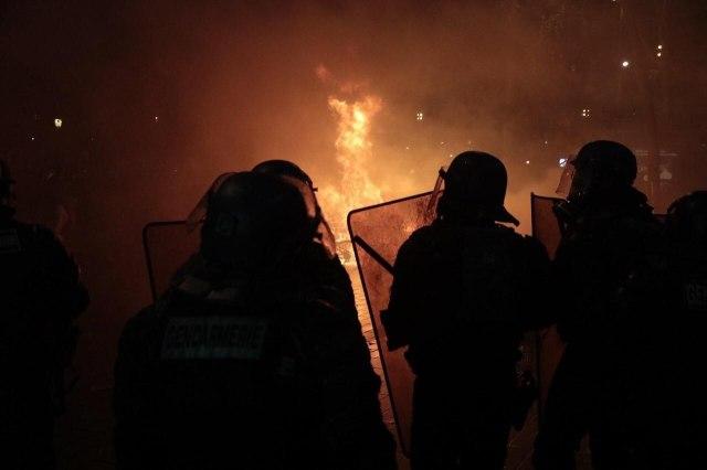 Paris, ce samedi. Des véhicules ont été incendiés./LP/Philippe de Poulpiquet