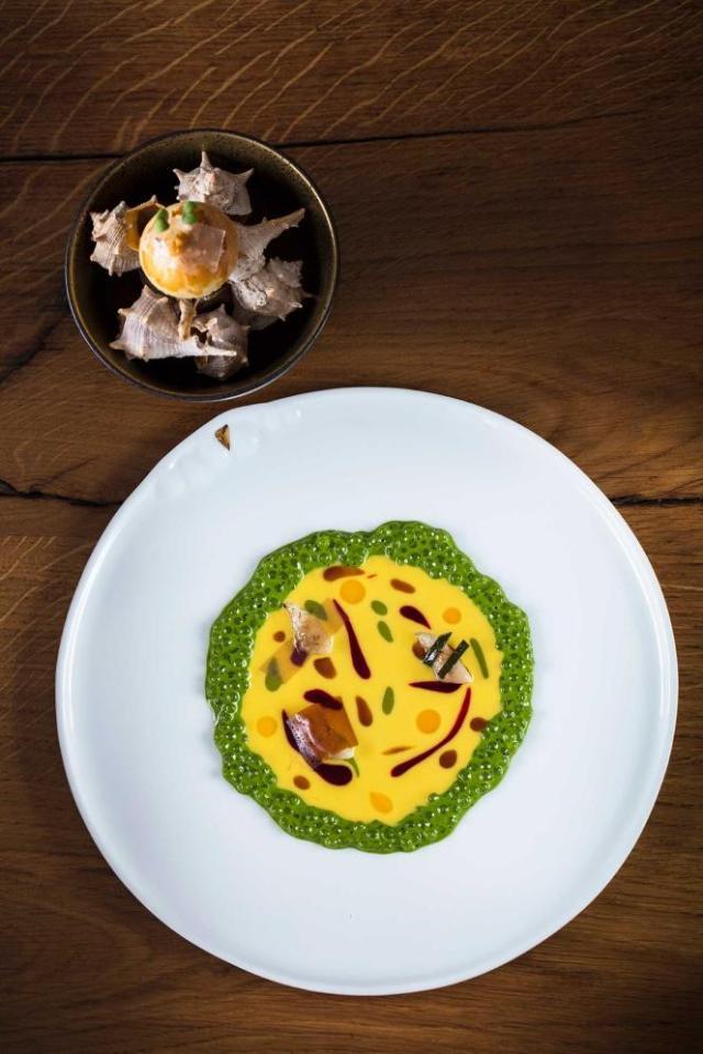 Pointus, plancton, beurre blanc safrané au café, brioche à la sardine et lard fumé.