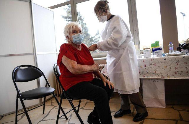 Line Renaud reçoit une dose de vaccin contre le Covid-19, le 18 janvier 2021./AFP/Christophe Archambault