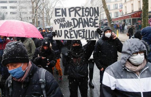 Durant la manifestation contre la loi « sécurité globale » à Paris, le 16 janvier 2021.