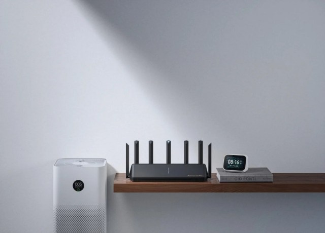 Xiaomi demos its Wi-Fi 6E AX6000 router by pitting the Xiaomi Mi 11 against the iPhone 12 Pro Max