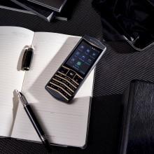 The Caviar Origin looks like a classic Vertu phone, but runs Android