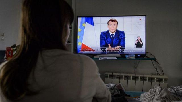 Emmanuel Macron s'adresse aux Français, pendant la pandémie de Covid-19, le 30 mars 2021. (JACOPO LANDI / HANS LUCAS / AFP)