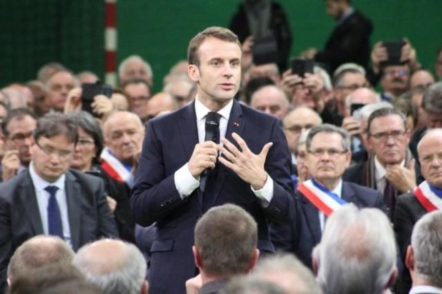 Janvier. Emmanuel Macron a lancé le grand débat national à Bourgtheroulde. Des réunions ont suivi dans les communes du canton de Bourgtheroulde et du Plateau du Neubourg, dans le cadre de cette concertation nationale.