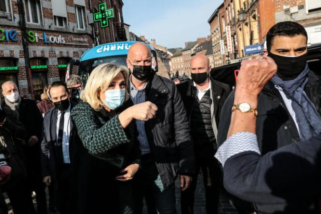 Marine Le Pen en déplacement dans le Nord pour soutenir Sébastien Chenu, le 9 avril 2021.