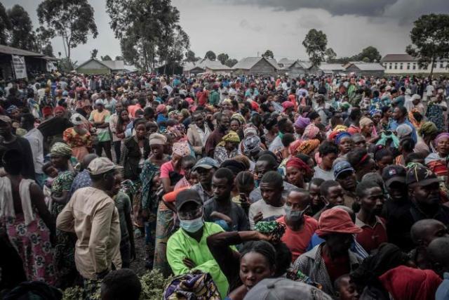 Evacuation de dizaine de milliers de personnes en prévention du risque d'éruption du volcan.