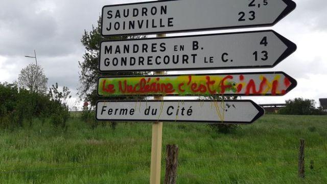 Un tag contre le projet Cigéo, à Bure. (ETIENNE MONIN / RADIO FRANCE)