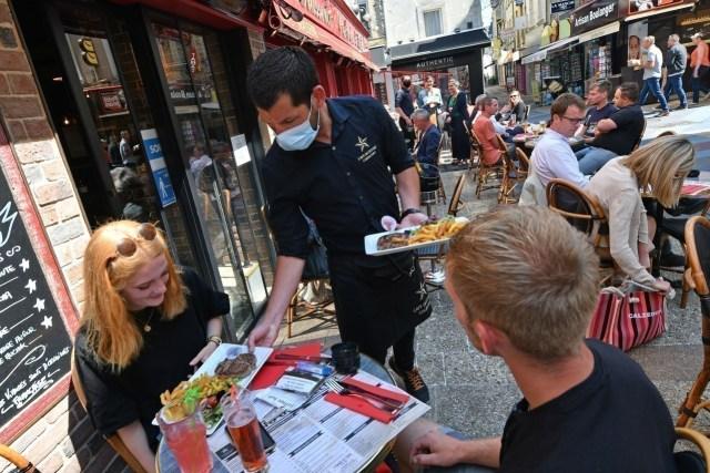 Les terrasses des restaurants ne seront plus soumises à une jauge : à partir de mercredi, elles seront complètement accessibles.