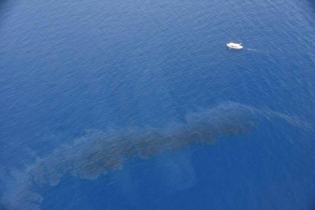 L'une des nappe d'hydrocarbures détectées au large des côtes d'Aleria-Solenzara.