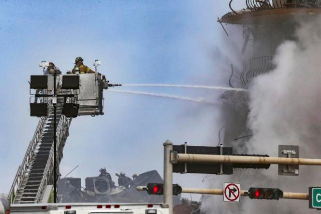 Un incendie est venu ralentir les recherches à Surfside, en Floride, vendredi 25 juin.