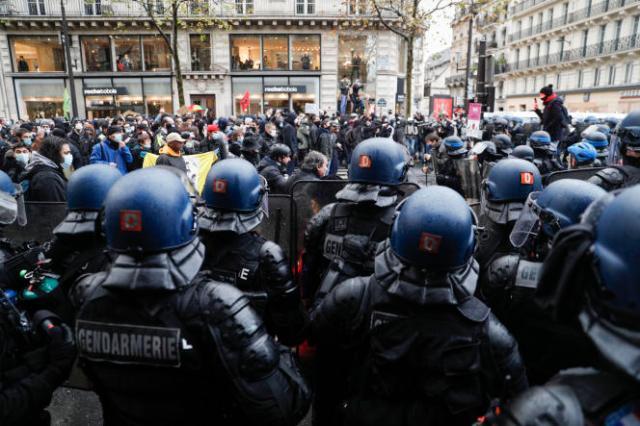 Lors d'une manifestation contre le projet de loi sur la «sécurité globale», à Paris, en décembre 2020.