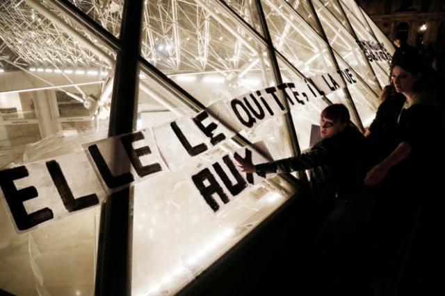 Des collages dénoncent les féminicides et violences domestiques, à Paris en septembre 2019.