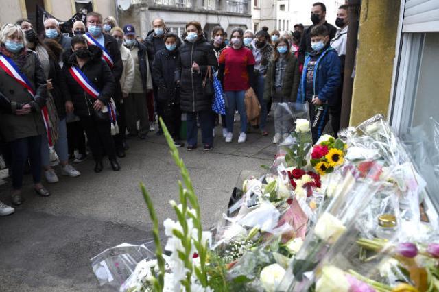 Une marche silencieuse à Hayange (Moselle), le 26 mai 2021, pour rendre hommage à Stéphanie, une femme de 22 ans qui a été tuée dans la rue dans la nuit du 23 au 24 mai.
