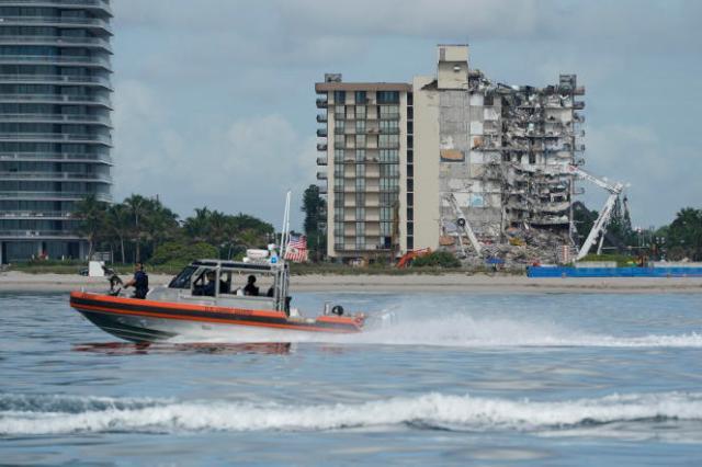 Le bilan officiel de l'effondrement d'un immeuble à Surfside,dans la banlieue de Miami, est de 18 morts et 140 disparus.
