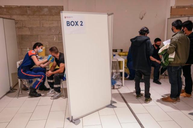 Vaccination contre le Covid-19 dans un centre commercial de la région parisienne, le 13 juillet 2021.