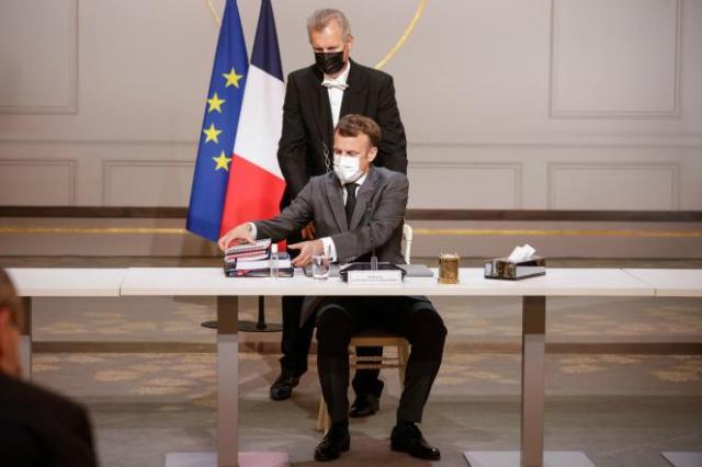 Le président de la République, Emmanuel Macron, rencontre les partenaires sociaux à l'Elysée, mardi 6 juillet.