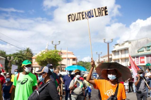 Manifestation contre la vaccination obligatoire des personnels de santé, le 7août 2021, à Capesterre-Belle-Eau, en Guadeloupe.