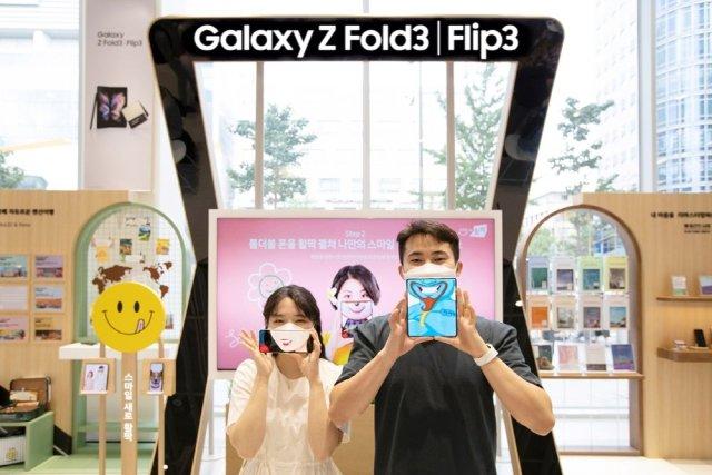 Samsung Galaxy Z Flip 3 Galaxy Z Fold 3 South Korea Smiley Widened