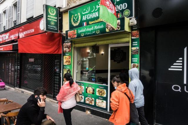 Le restaurant Afghan Best Food, où les clients peuvent manger des plats traditionnels afghans,à Paris, mercredi 18 août 2021.