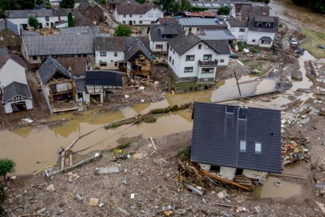 La crue de la rivière Ahr causée par les pluies de la mi-juillet dans l'ouest de l'Allemagne ont emporté plusieurs habitations à Schuld.
