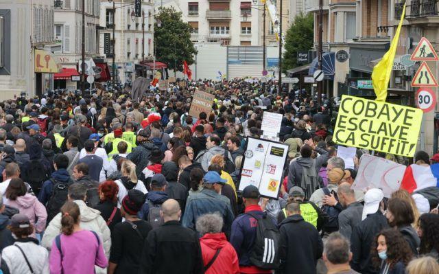 Environ 2000 personnes ont manifesté contre le pass sanitaire ce samedi, du métro Pont de Neuilly jusqu'à la Place du Chatelet à Paris. LP/Philippe Lavieille