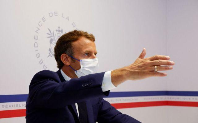 « La crise sanitaire n'est pas derrière nous, très clairement. Nous allons vivre pendant encore plusieurs mois avec ce virus », a prévenu Emmanuel Macron ce mercredi depuis le fort de Brégançon (Var). AFP/pool/Eric Gaillard