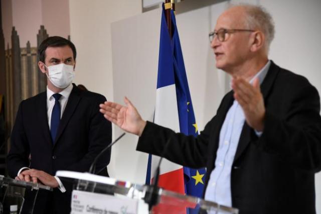 Invité lundi matin sur RTL, le professeur d'immunologie Alain Fischer, président du conseil d'orientation de la stratégie vaccinale, a estimé qu'atteindre l'immunité collective, soit une vaccination de 90 % de la population de plus de 12 ans, était « une possibilité pour le début de l'automne ».